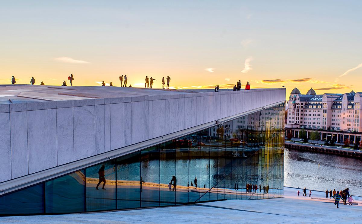 Bei einem Design-Trip nach Oslo darf der Besuch der Oper nicht fehlen.