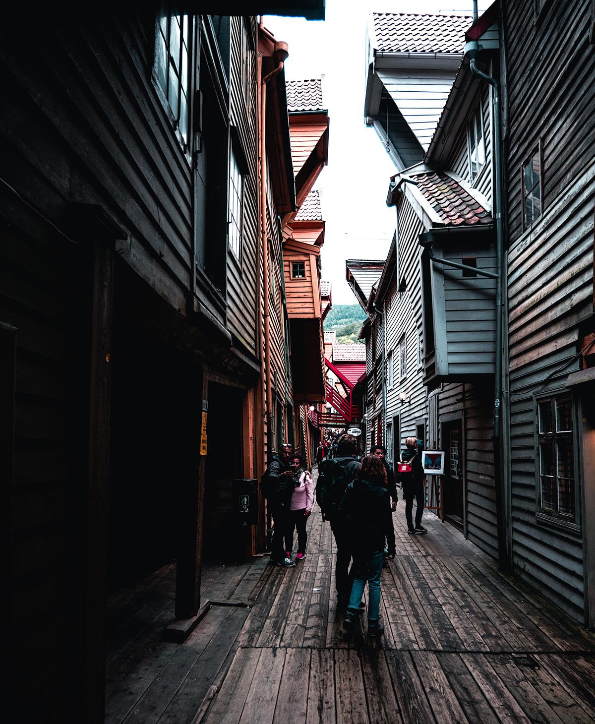 Perfekt für einen Einkaufsbummel in Bergen: Starte deinen Design-Trip im Hanseviertel Bryggen.