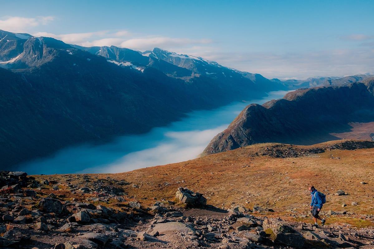 Das Konzept der Entschleunigung mit Slow TV stammt aus Norwegen, wo man im Urlaub und am Wochenende gern in der Natur wandert.