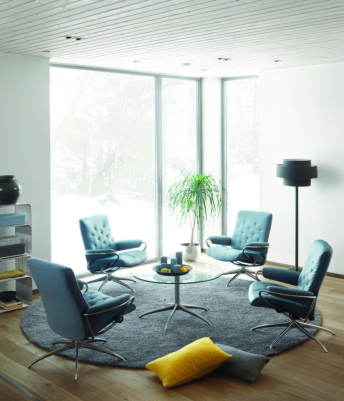 Eine gemütliche Sitzgruppe wie hier aus Stressless Metro Sesseln schafft ein einladendes Zuhause.