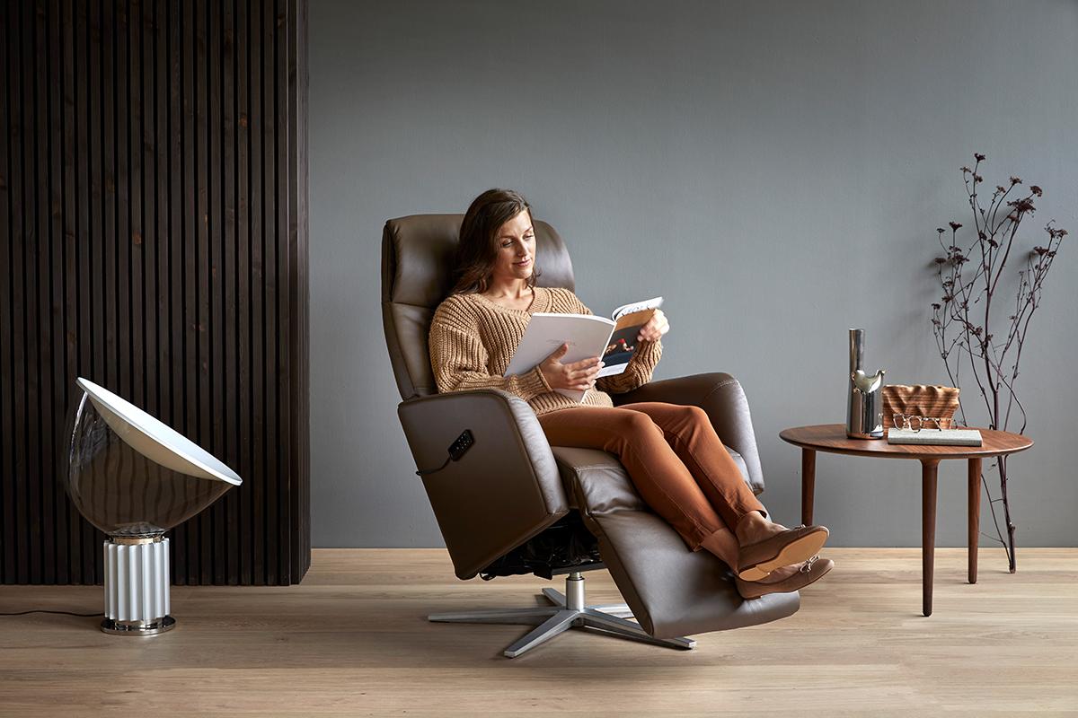 Wenn ihr euer ungenutztes Zimmer in eine Lese-Oase verwandeln wollt, ist der Stressless Scott Sessel die passende und bequeme Sitzmöglichkeit dafür.