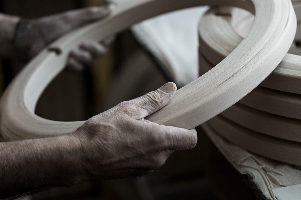 Auch heute noch basiert der perfekte Komfort von Stressless aus der einzigartigen Kombination von menschlicher Handwerkskunst und technologischen Innovationen.