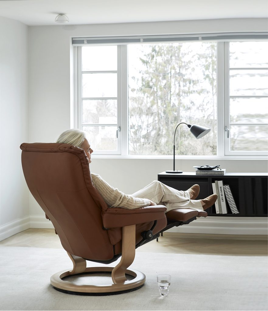 Jens E. Ekornes hatte die Idee, einen Relaxsessel zu entwickeln, der perfekten Komfort und vollkommene Entspannung bietet.
